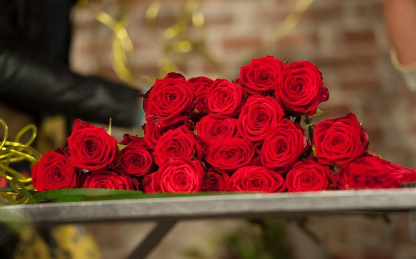 red naomi frakema bouquet 2